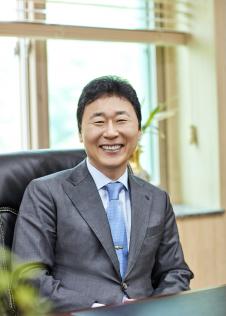 Dr David H Lee